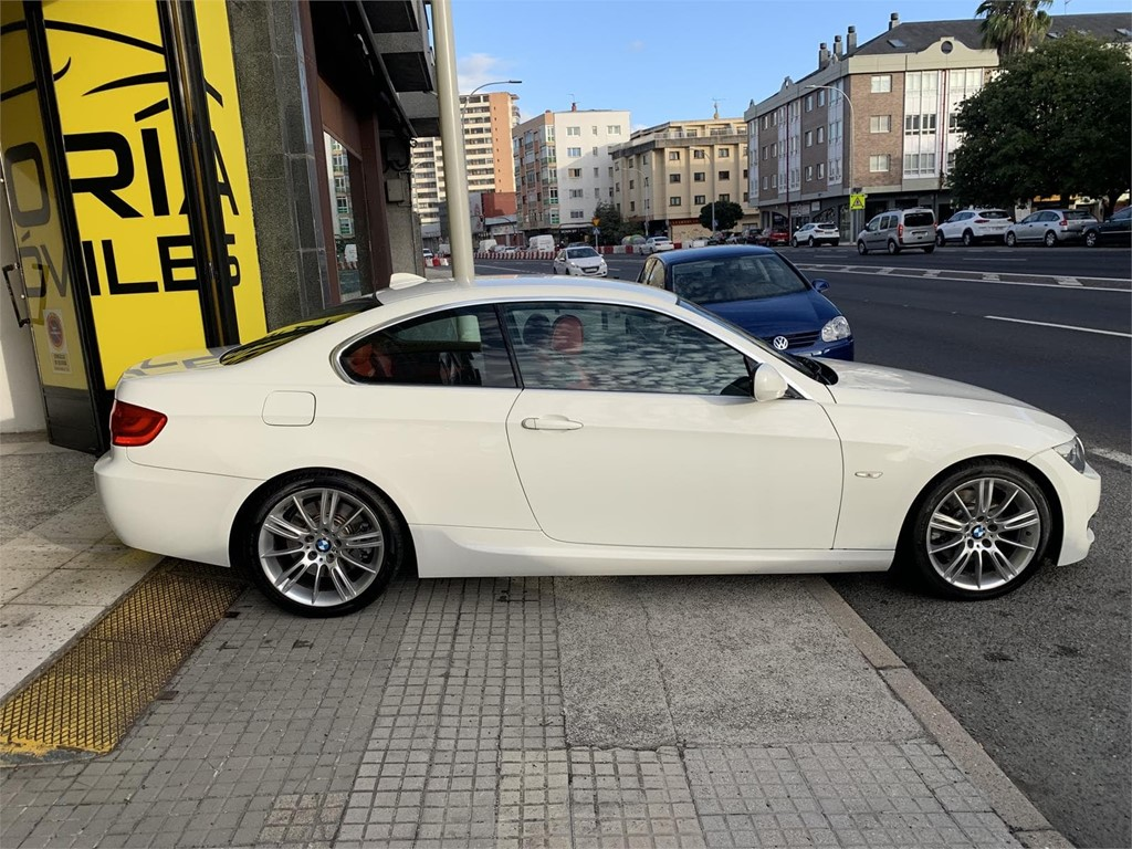 Foto 4 BMW 330 COUPE