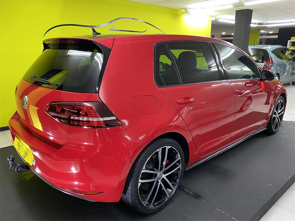 VOLSKWAGEN GOLF
